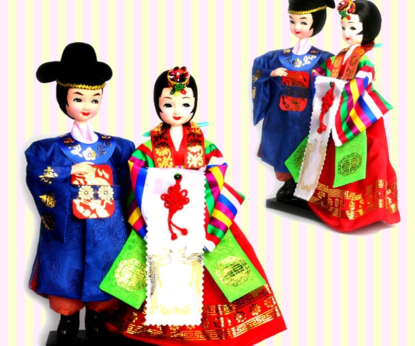 Korean Figure Wedding Couple Doll in traditional costume 한국 전통 신랑.신부 쌍인형