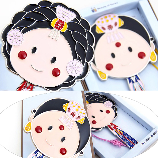 Charming and high quality makeup mirror with design of Korean traditional noble ladies.